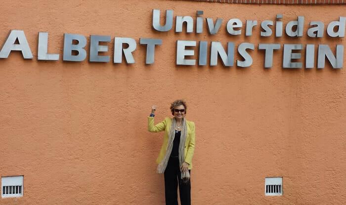 Conferencia en la Universidad Albert Einstein - México